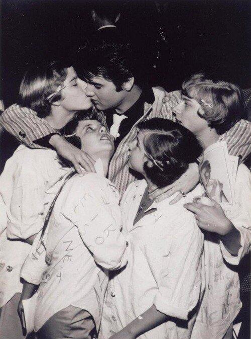 Elvis fansElvis fans