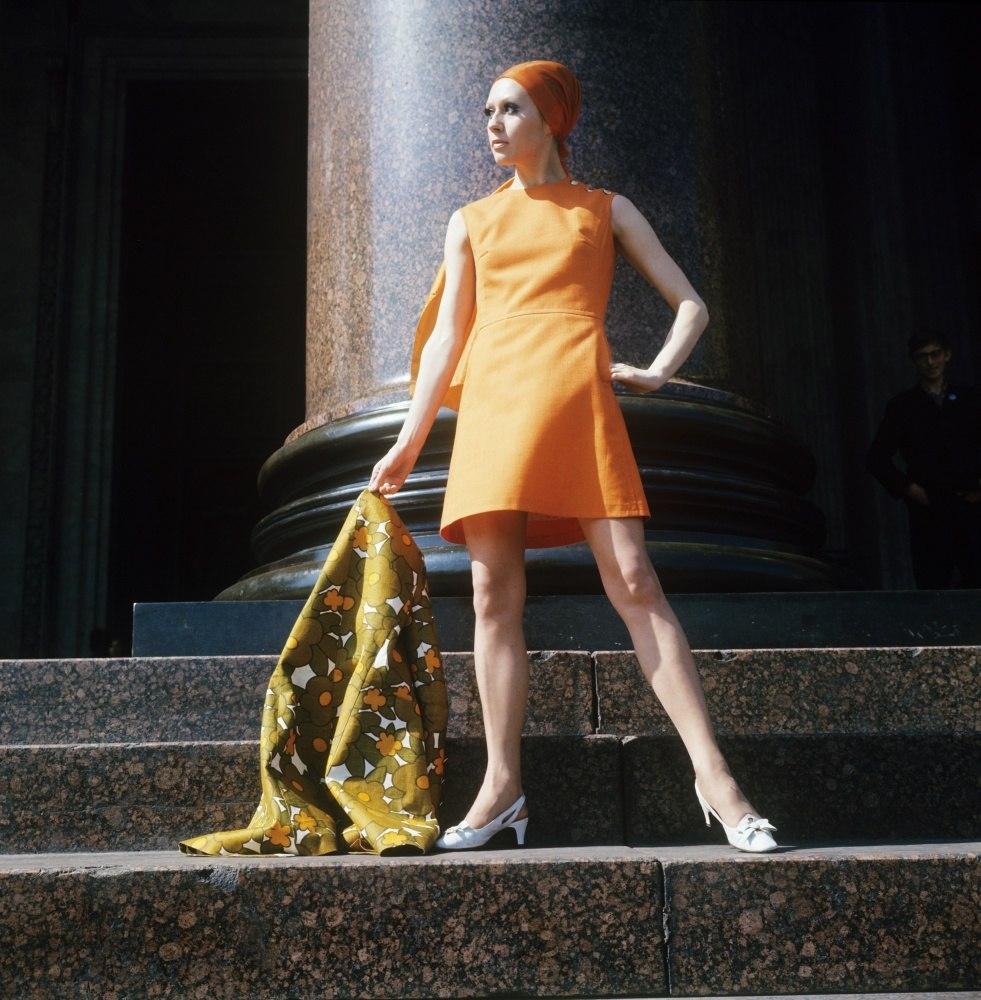 1970 Демонстрация оранжевого платья Фотохроника ТАСС П.Федотов.jpg