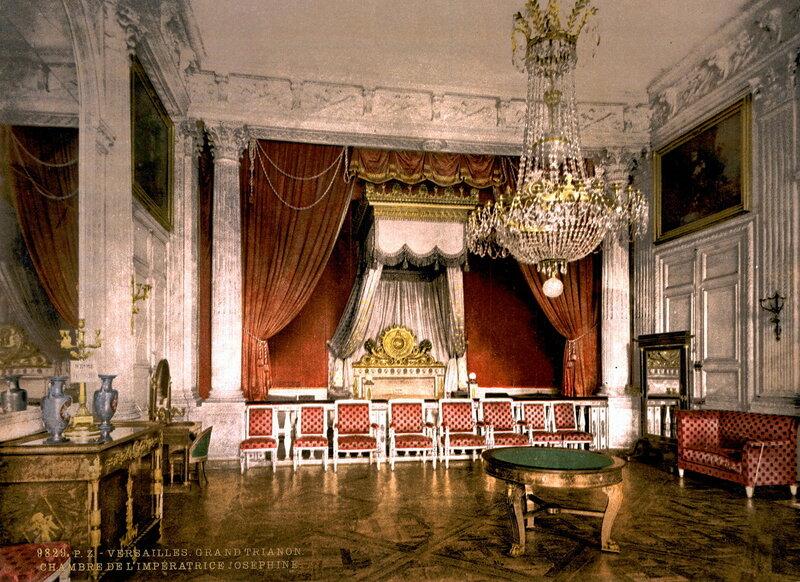 Большой Трианон любил Наполеон I, поэтому здесь есть комната Жозефины, его первой жены