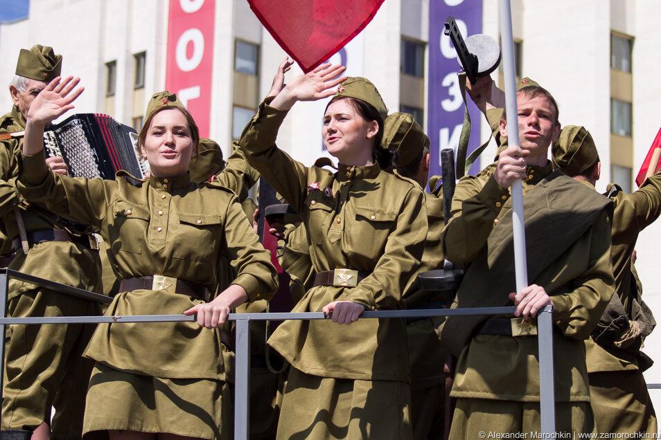 Девушки в военной форме времен ВОВ
