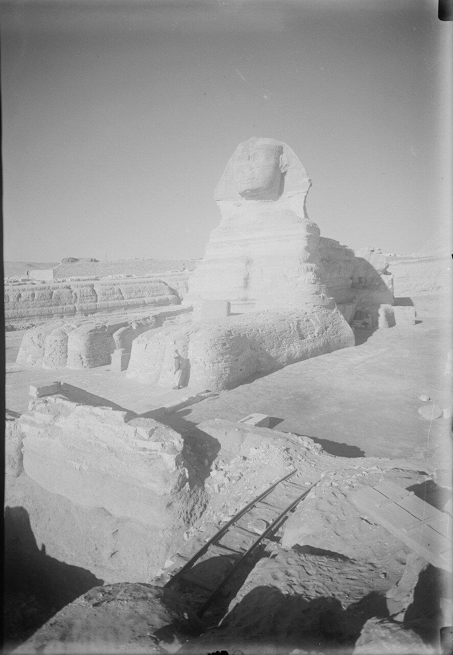 Гиза. Сфинкс и пирамиды. Сфинкс (вид спереди). 1934