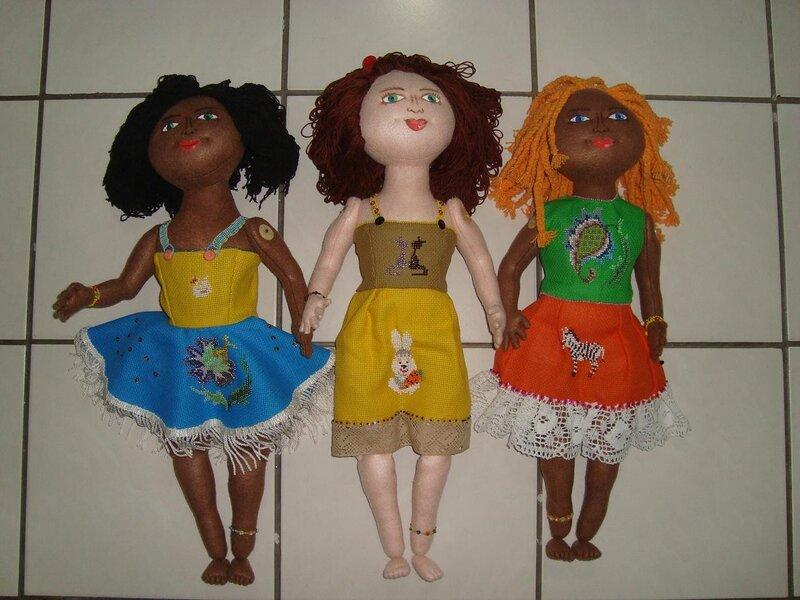 Общий вид кукол в одежду спереди и сзади