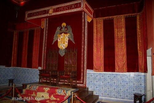 сеговия, испания, алькасар в сеговии, королевский трон