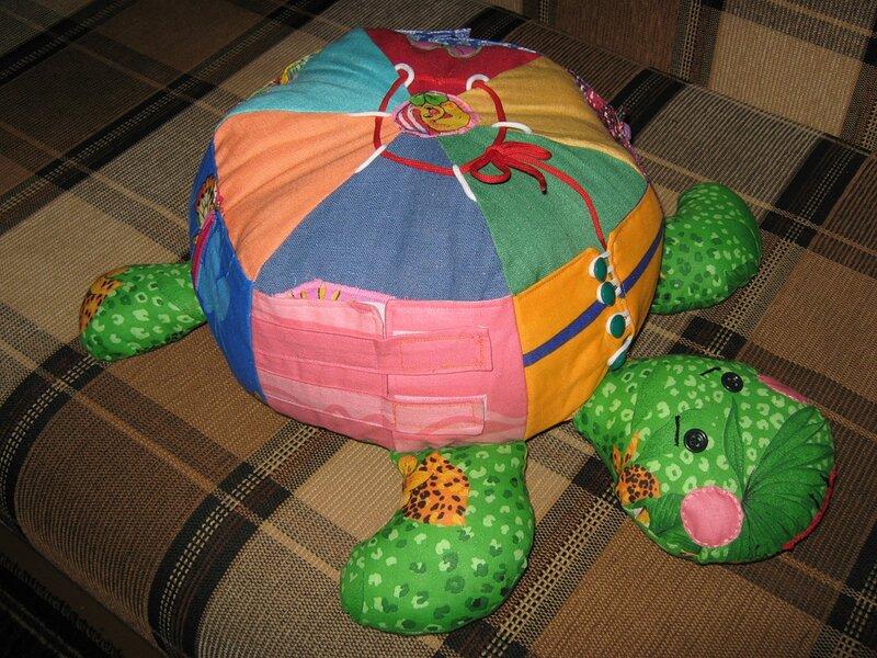 Развивающие игрушки (коврики, книжки и т.д.) для детей