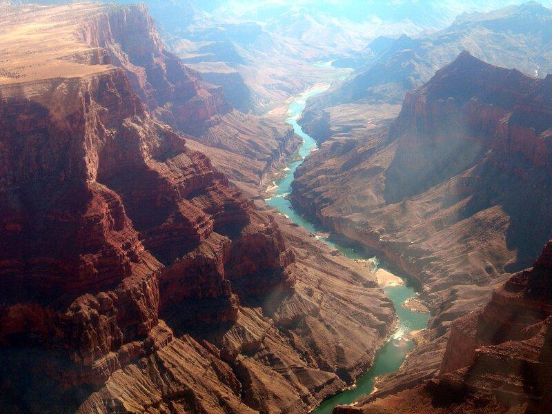 Гранд-каньон. Река Колорадо за окном вертолёта.