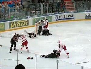 На седьмой секунде после начала матч был прерван из-за драки