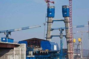 Как белоруссы из Бреста возводят крупнейший вантовый мост планеты на остров Русский