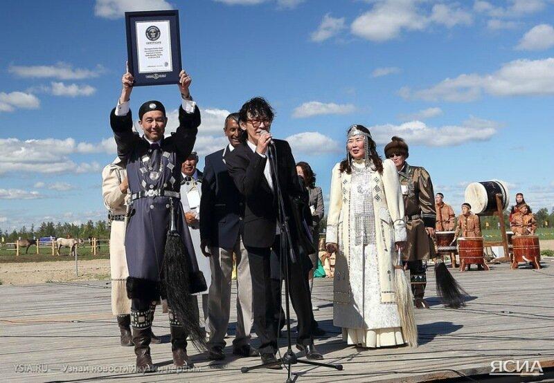 Более 11 тысяч человек в Якутиии одновременно выпили кумыс