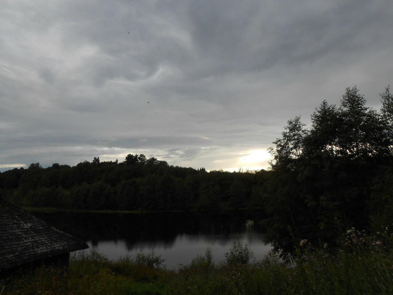 Вид на Байнёвское озеро со стороны деревни Байнёво