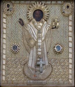 Чудотворная икона свт. Николая с частицей его святых мощей и его святительским омофором