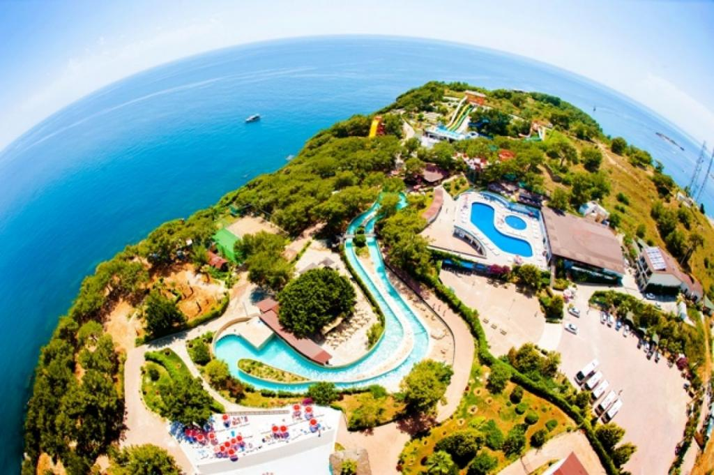 Этот отель славится самым большим центром развлечений и аквапарком на средиземноморском побережь