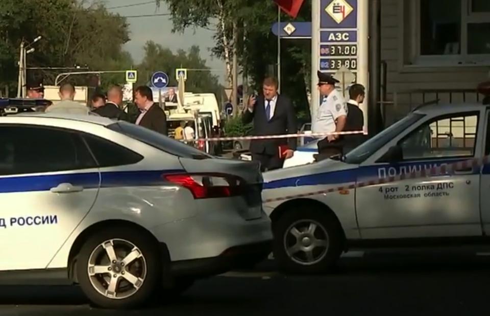 ВПодмосковье вооруженные топорами мужчины напали напост ДПС