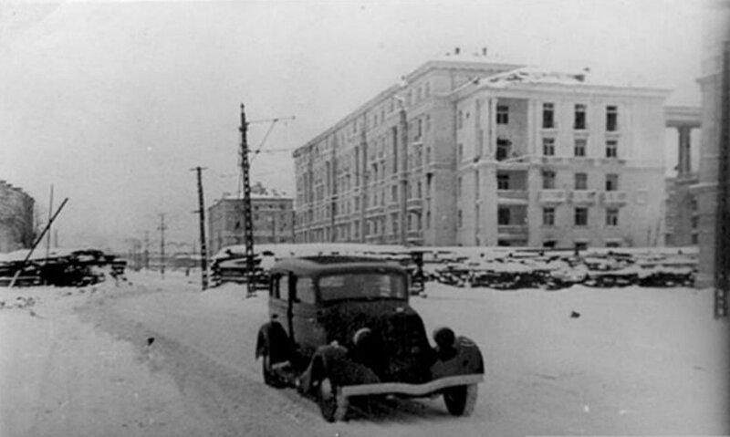 Баррикада на проспекте Стачек. 14 февраля 1944 г.