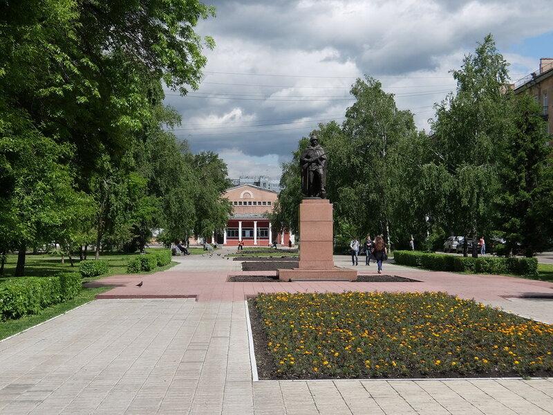 Новокузнецк - Улица 25 лет Октября - Памятник воину-освободителю