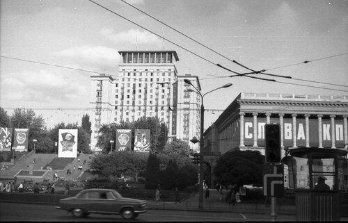НАШ АДРЕС СОВЕТСКИЙ СОЮЗ. Киев, 70-е. Фото Николая Бродяного 001.jpg