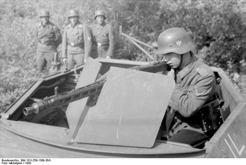 Sьdfrankreich, Soldat an MG 42 in Schьtzenpanzer