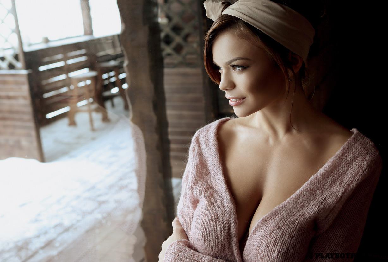 девушка месяца Ольга Огнева в снегу / Playboy Украина, февраль 2013