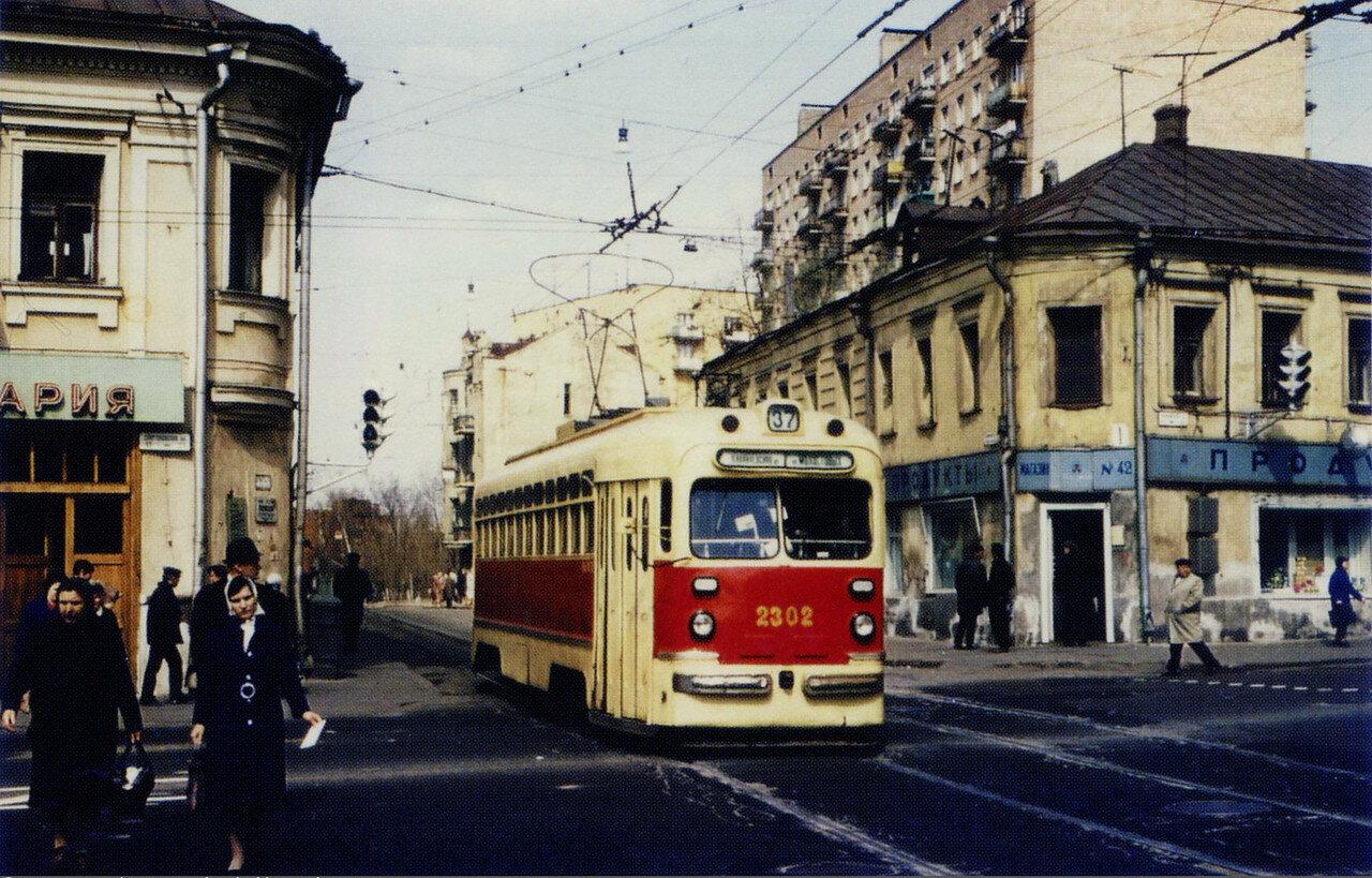 54872 Перекрёсток Бауманской и Бакунинской улиц 70-е.jpg