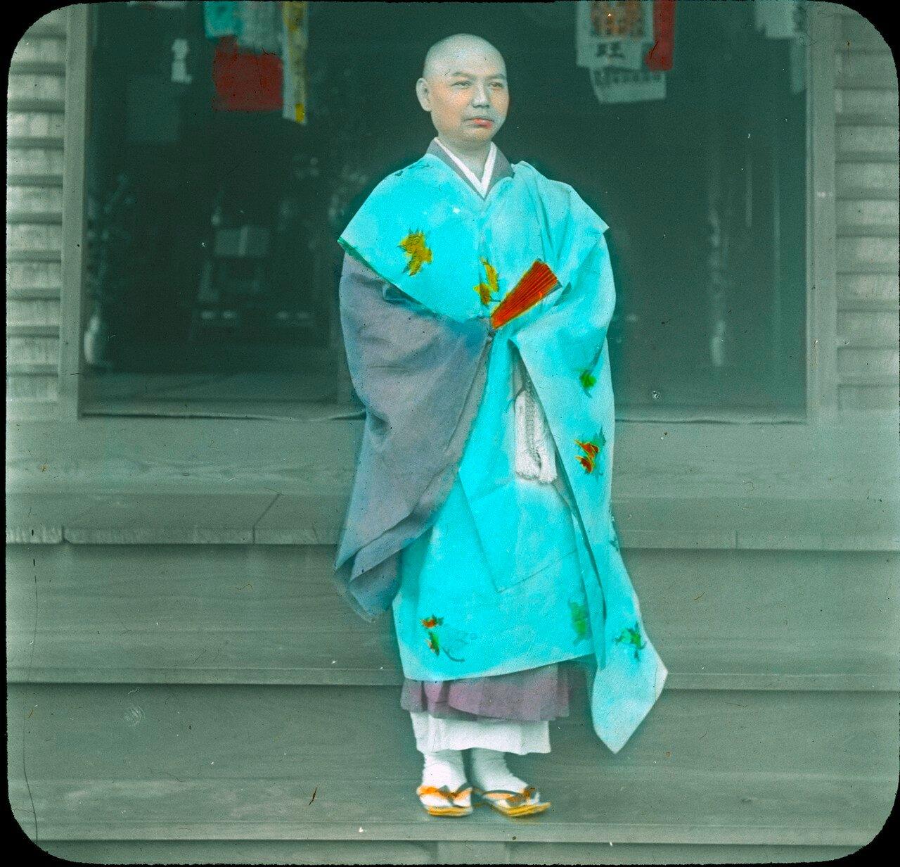 Никко. Буддистский монах