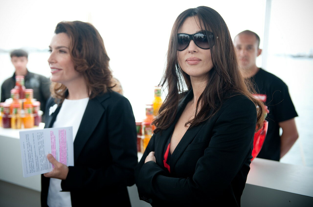 Italian actress Monica Bellucci (R) and French TV host Daphne Roulier