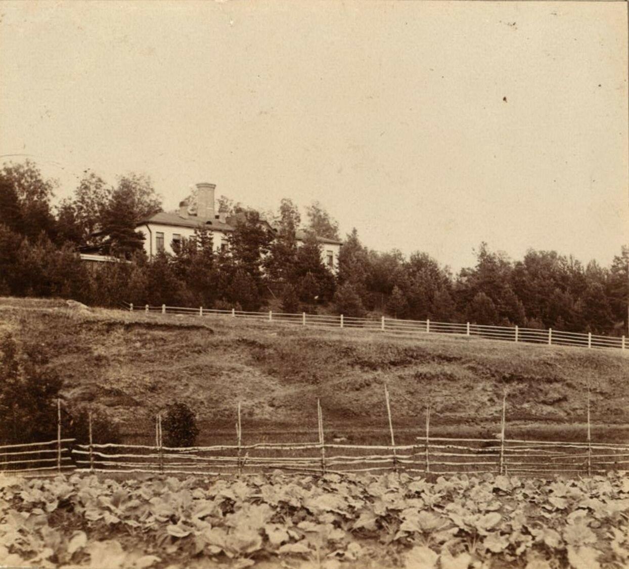 Окрестности Рыбинска. Ремесленная школа и мастерская, построенная Воденниковым у села Глебова
