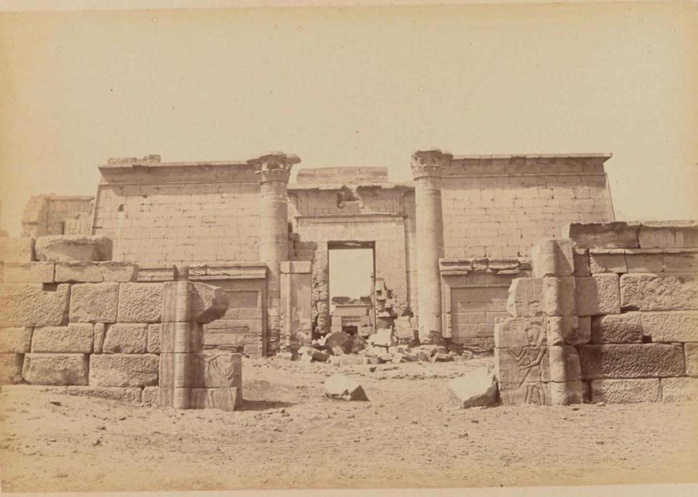 Мединет-Абу. Ворота погребального храма