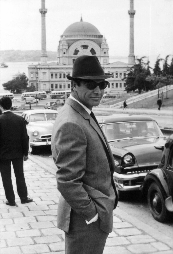 FROM_RUSSIA_WITH_LOVE_-_SEAN_CONNERY_wearing_sunglasses_in_Istanbul.-8291.jpg
