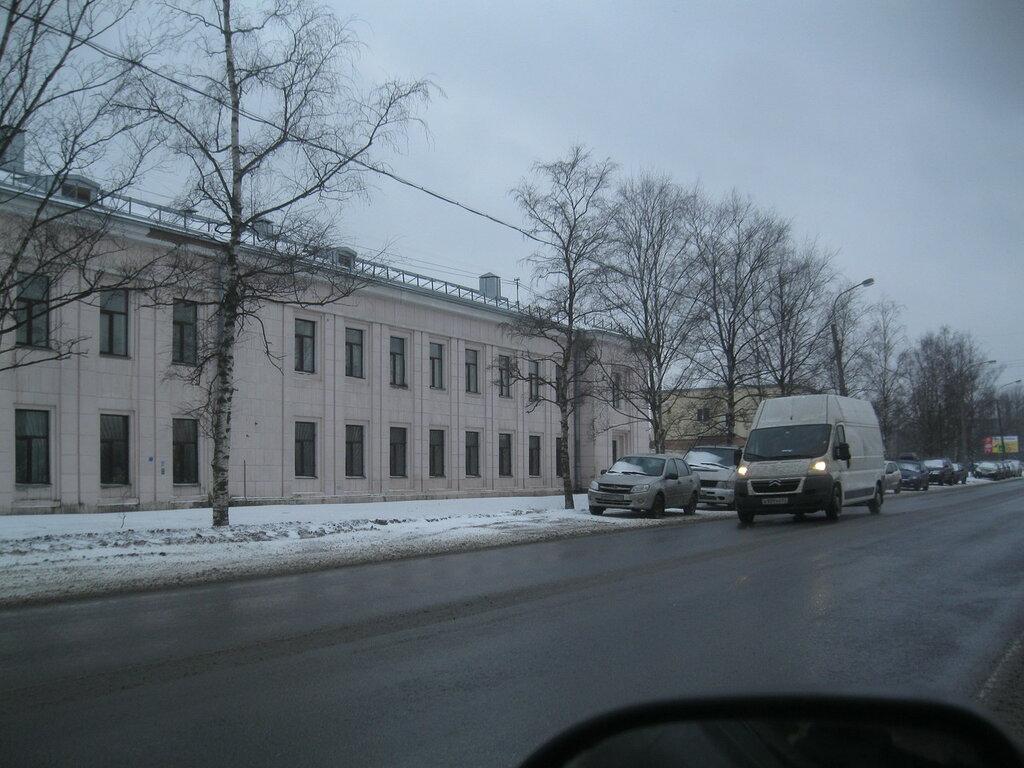 Завод дорожных машин в Пушкине- сталинский корпус.