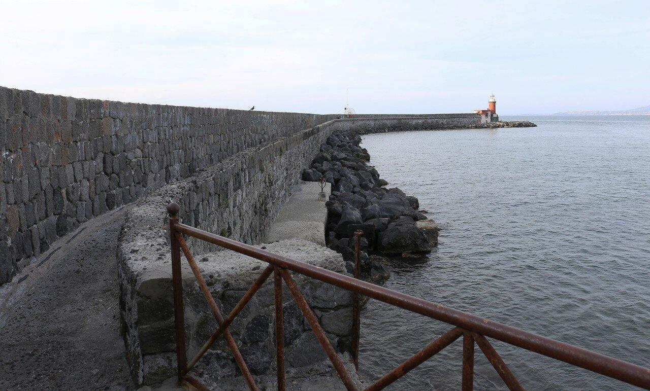 Порт Искья. Мол