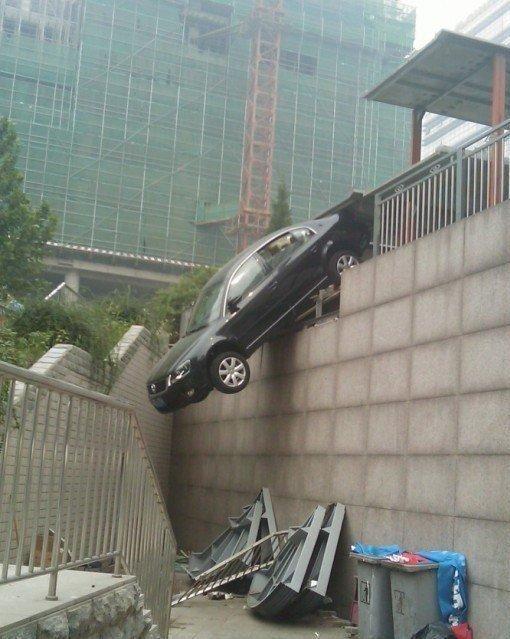 0 7028b de48ca0c orig 60 самых нелепых автомобильных происшествий