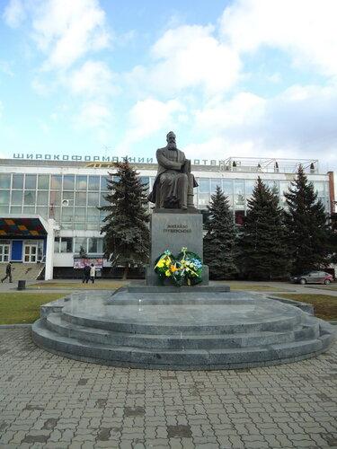 Украина. Луцк. Памятник Михайло Грушевскому