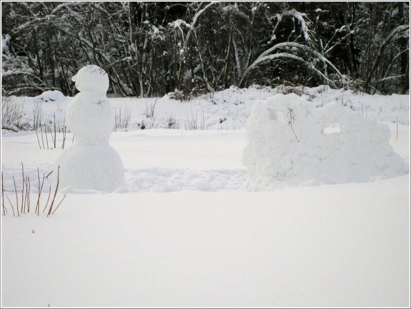 Крепость и снеговик