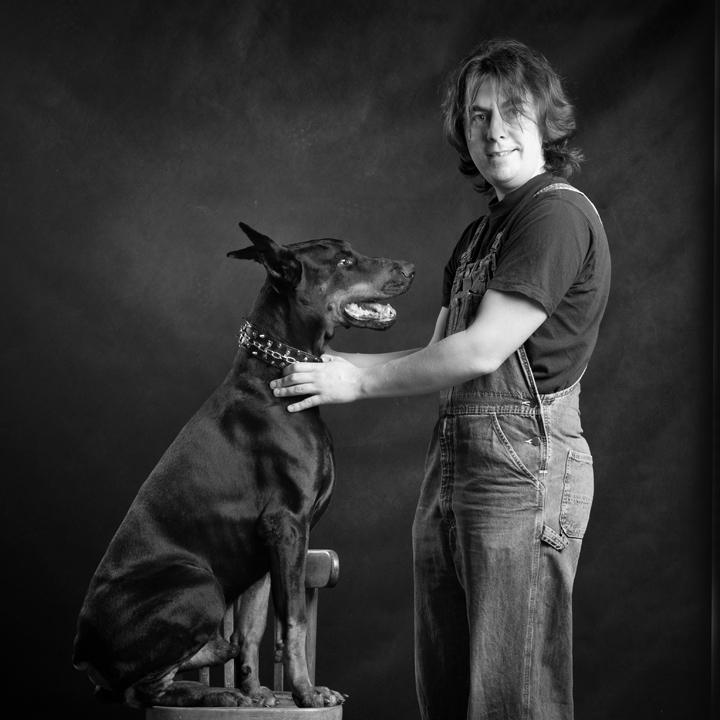 Портрет с собакой на стуле. Фотосъемка :) с предметом интерьера