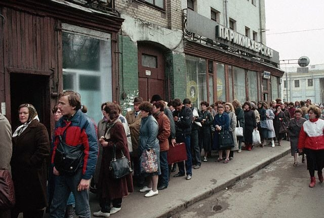 Soviets Queuing to Buy Shoes in Moscow