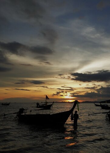 Закат на острове Краби в Тайланде