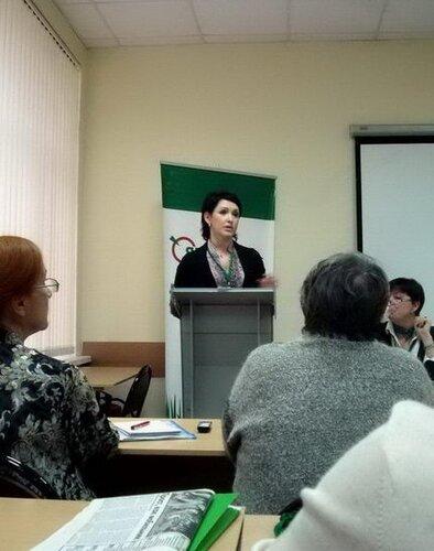 С отчётным докладом выступает председатель РО РОДП «ЯБЛОКО» Болдырева Г.В.