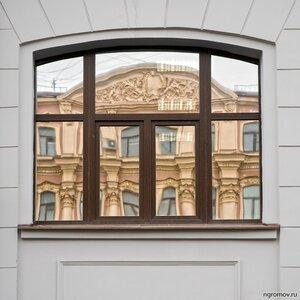 Быть Владимиром Антощенковым (окно, отражение)