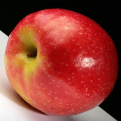 красное яблоко
