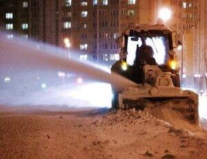 Дорожные службы Владивостока продолжают бороться со льдом