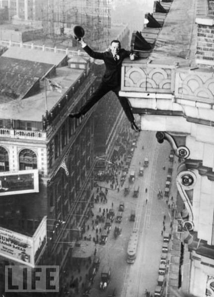 Harry Gardiner hangs from the 24th story of the Hotel McAlpin in New York