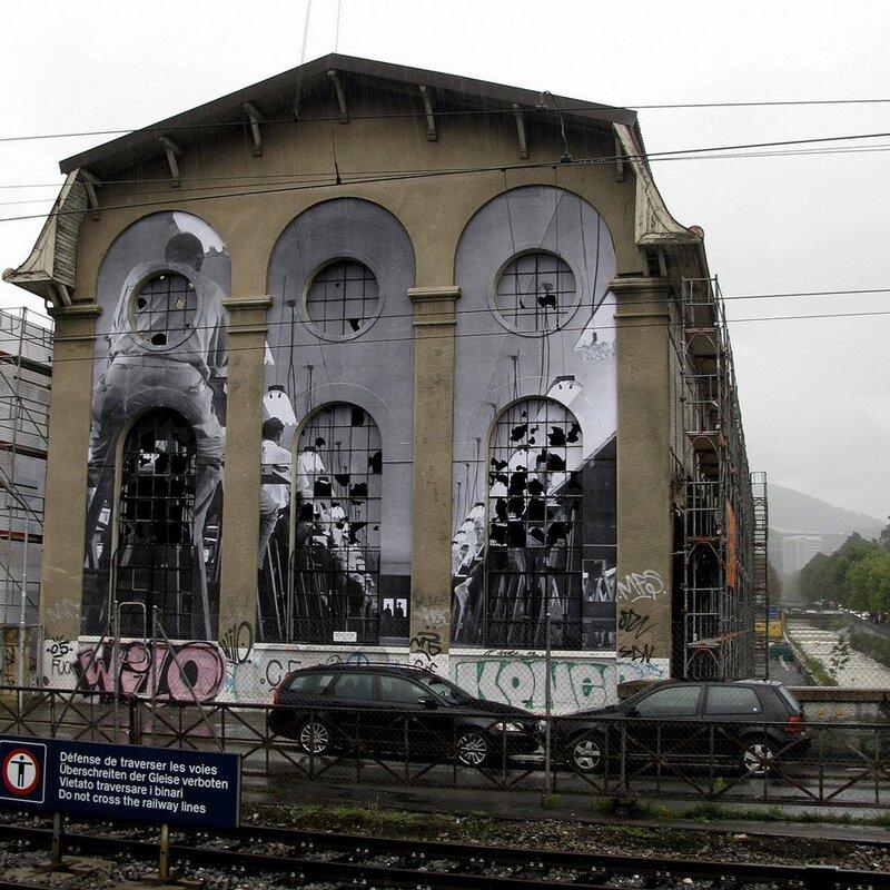 граффитти на зданиях.John Philips