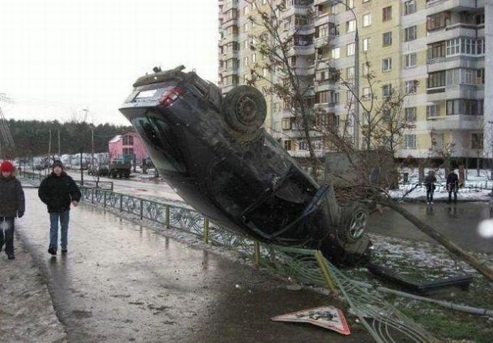 0 7028c 8e461c05 orig 60 самых нелепых автомобильных происшествий