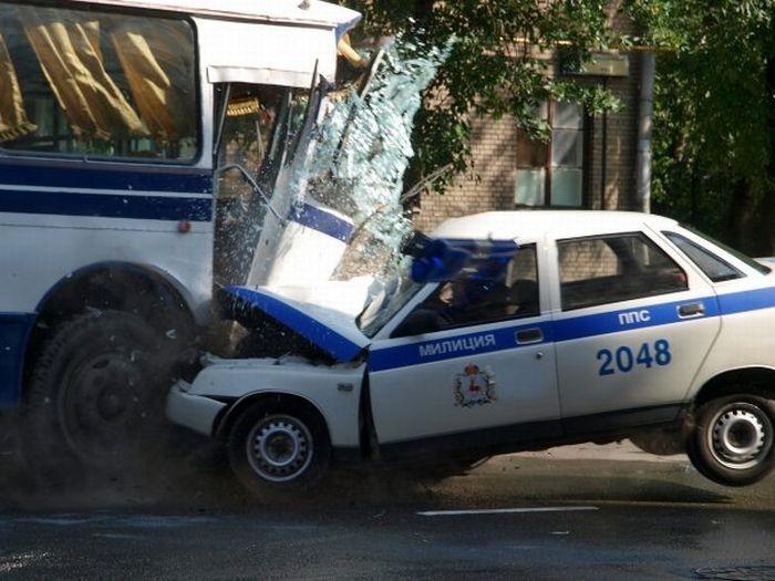 0 70295 7562ab6 orig 60 самых нелепых автомобильных происшествий
