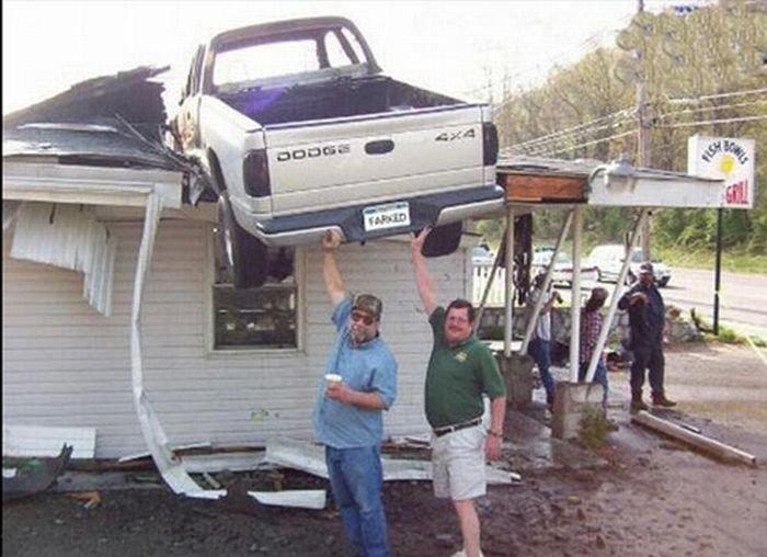 0 7029e 4e620c5c orig 60 самых нелепых автомобильных происшествий