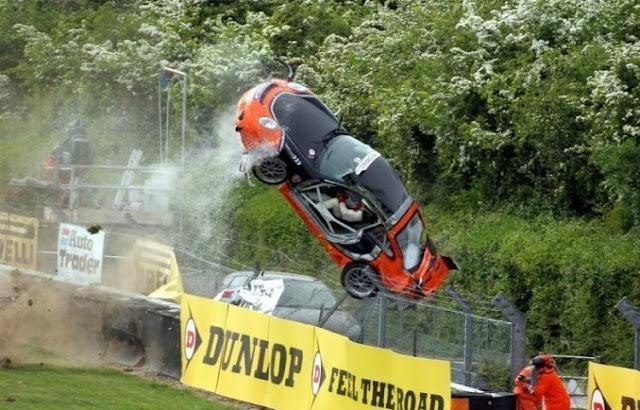 0 702a3 abffed6d orig 60 самых нелепых автомобильных происшествий