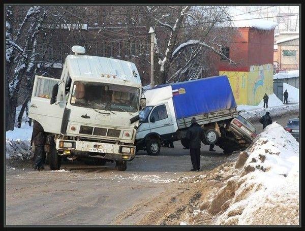 0 702a4 7e05f332 orig 60 самых нелепых автомобильных происшествий
