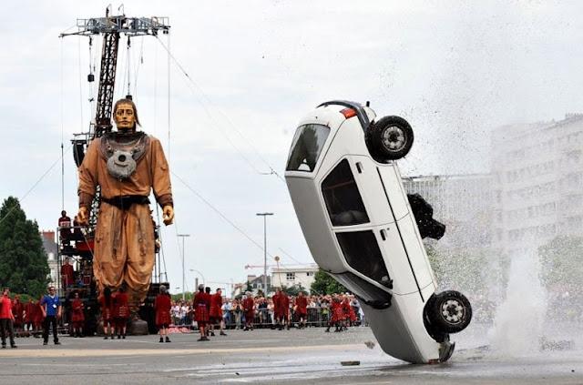 0 702a9 3b0b14dc orig 60 самых нелепых автомобильных происшествий
