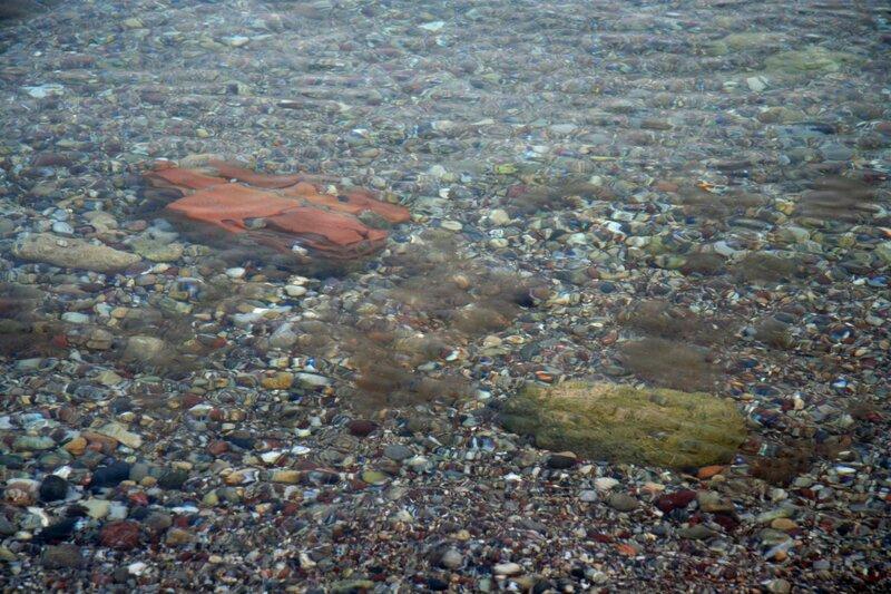 Вода и дно Эгейского моря у побережья Родоса