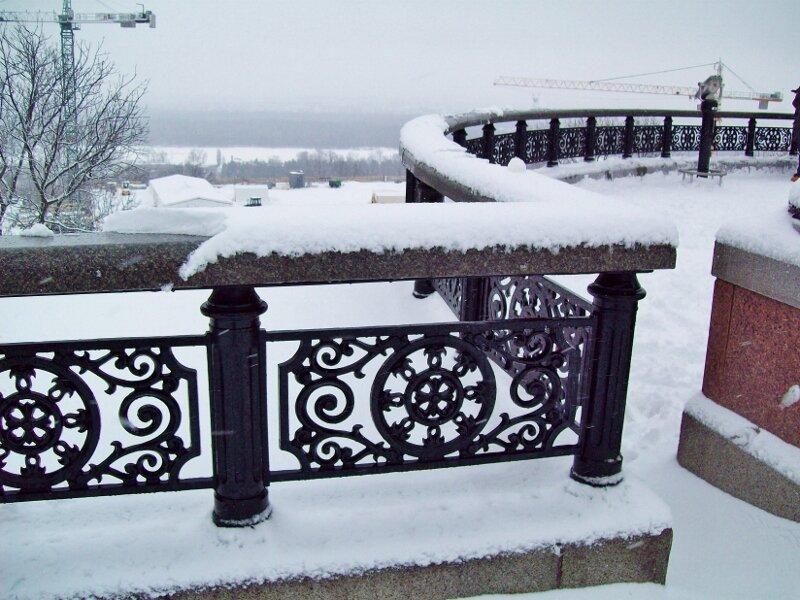 Площадка обозрения Мариинского парка под снегом