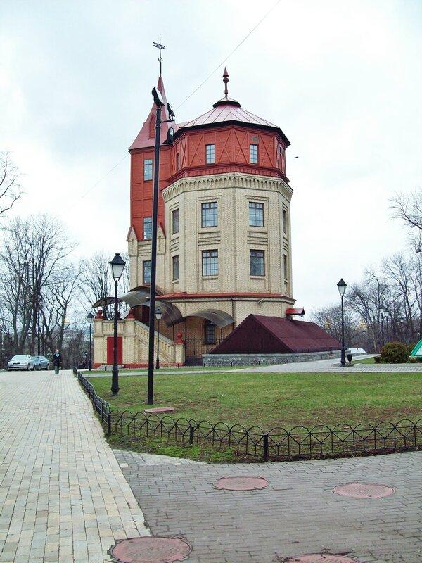 Башня Хрещатого парка